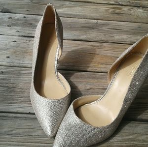 Gold metalic Michael Kors sparkly pumps